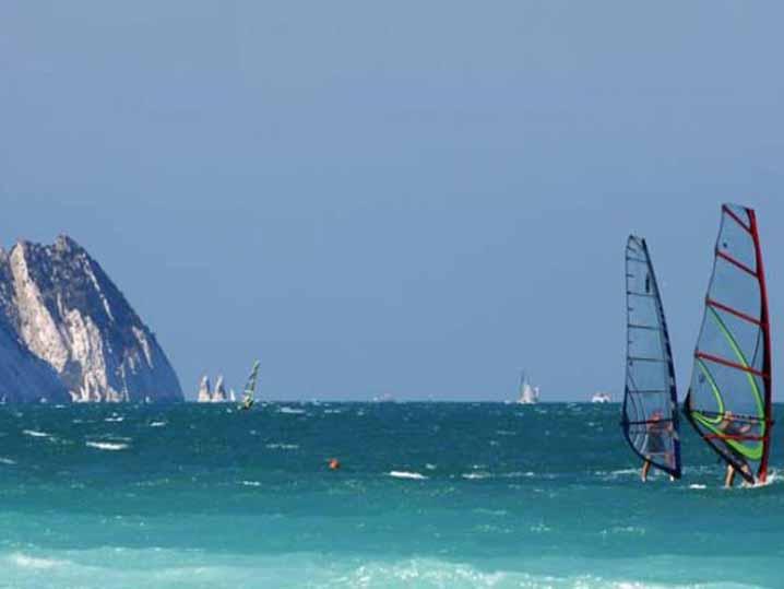 Vela_windsurf_Conero_due_sorelle.jpg