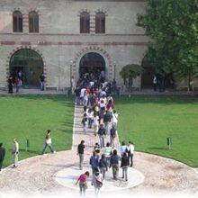 Immagine studenti ingresso facoltà